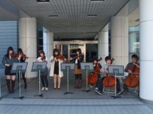 東日本大震災で被災された方への義援金を募る呼び掛けと演奏